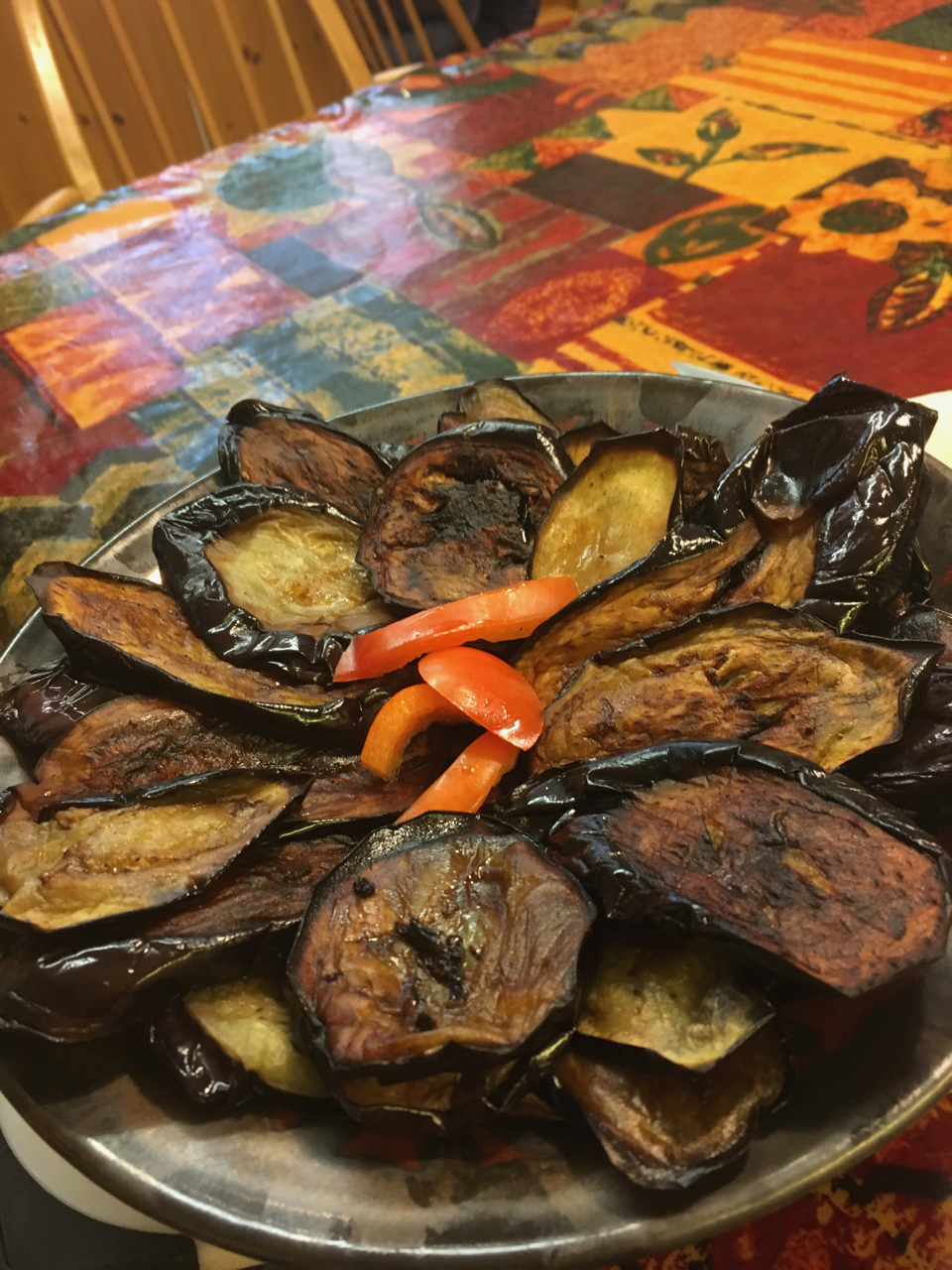 Slices of fried aubergine (babinjan) laid out on a dish.